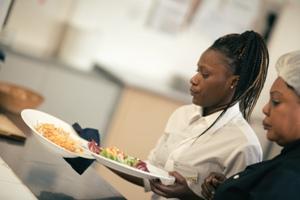 Commis de cuisine et commis de salle idee53 for Recherche commis de cuisine